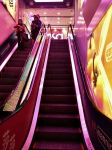 上一電梯到莎莎